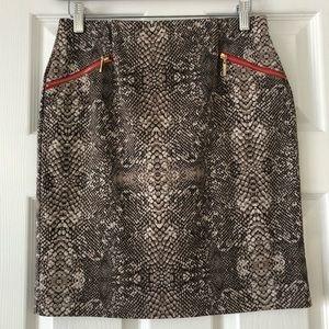 Sexy pencil skirt 🐍
